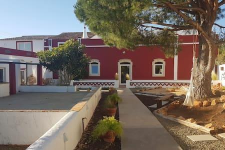 (R4) Guest House Almeixar