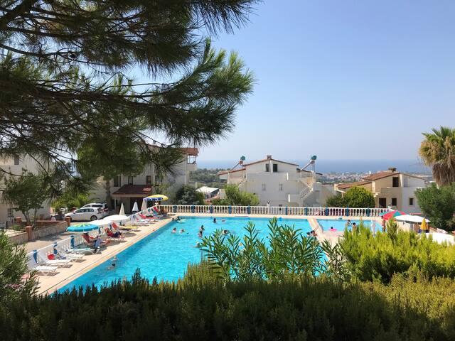 Havuz başında, deniz manzaralı, müstakil villa