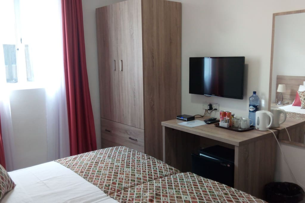 Equipped with Cable TV, Air conditioner, En Suite, Kettle and mini fridge.