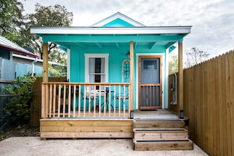 Vibrant Downtown Bungalow; Walk Everywhere