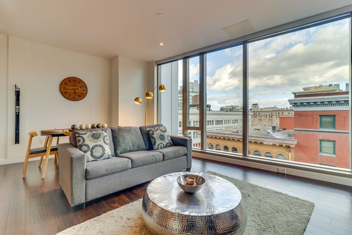 Sleek, dog-friendly condo w/ sweeping city views - great location!