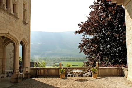 Alluring Castle in Serrières-en-Chautagn with Pool