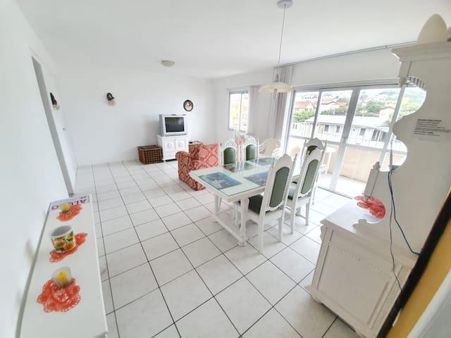 Apartamento Grande na Av. Beira Mar