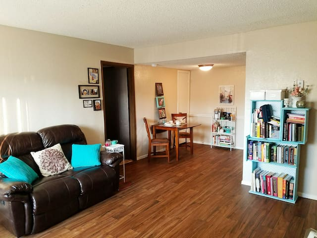 Private room near ORU/Riverside - Tulsa - Apartment