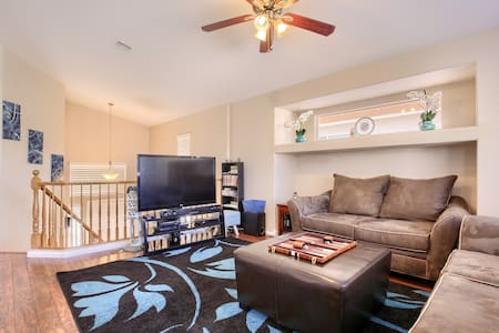 Pro cleaned 3bed 2bath $2700mo near everything!!