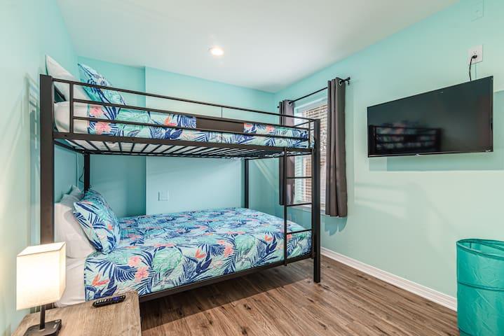 4th Bedroom - Queen Over Queen bunk with memory foam mattresses