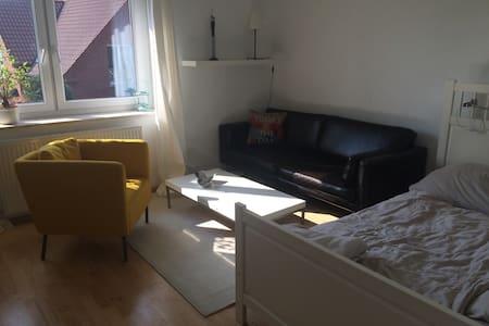 Zentrales Zimmer in grüner Umgebung - Gütersloh - Appartement