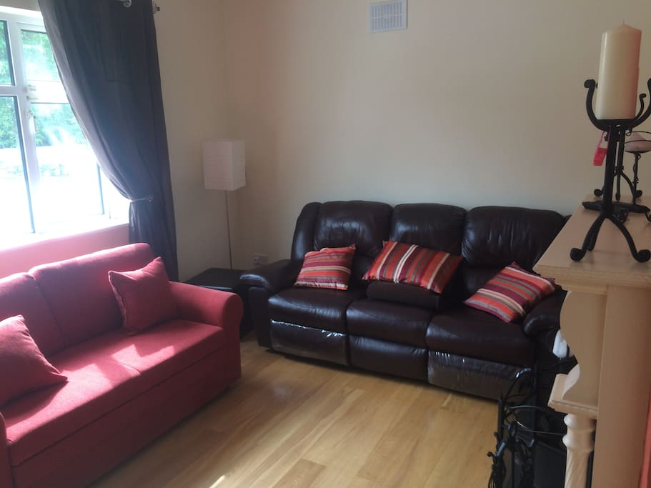 Sitting Room with Double Sofa Bed (Red)