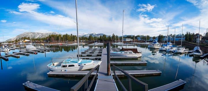 Cozy Tahoe Keys condo w/ marina view & boat slip
