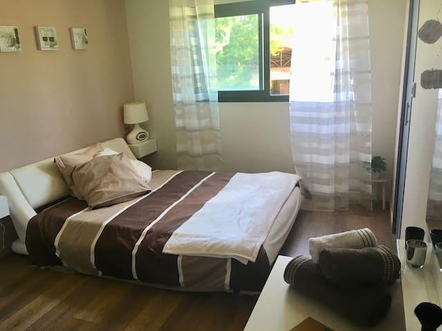 1 chambre cosy dans une maison près de l'aéroport
