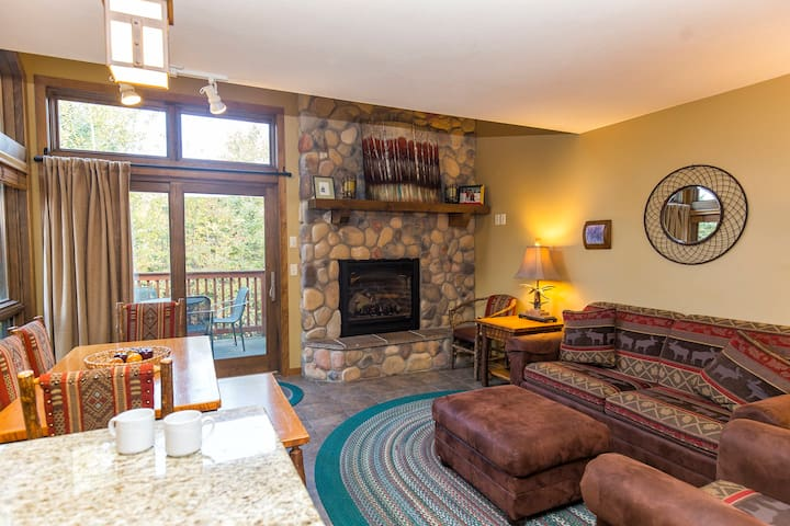 Townhomes at Caribou-Family Ski In Ski Out Lodging
