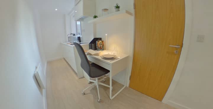 Student Only Property: Ideal 2 Bed Apartment as Single Occ
