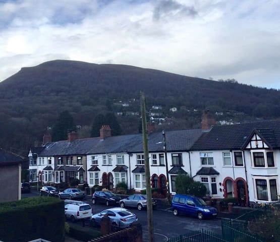 Friendly & Cosy, Scenic Views - Near City Centre - Taff's Well - House
