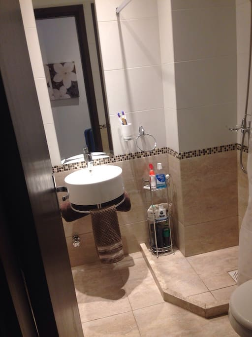 Baño nuevo con duchero incluido