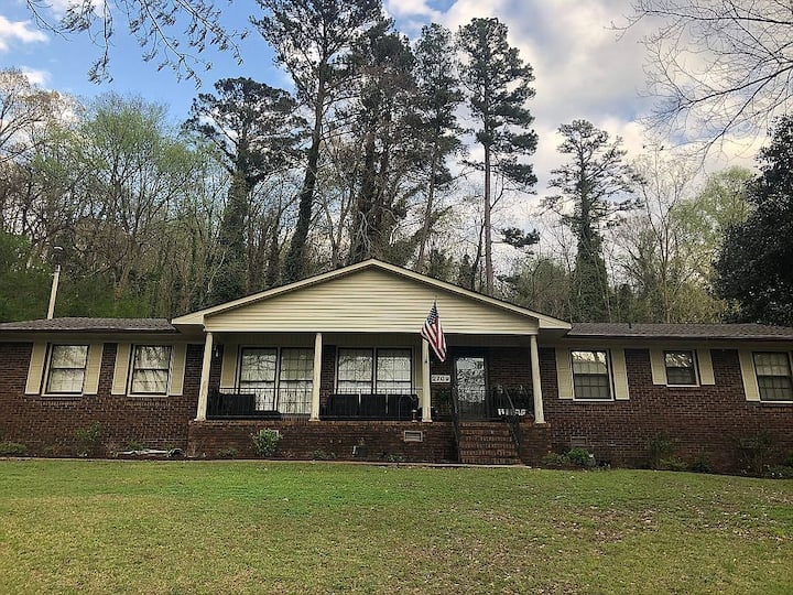 Beautiful lakeview home in Guntersville