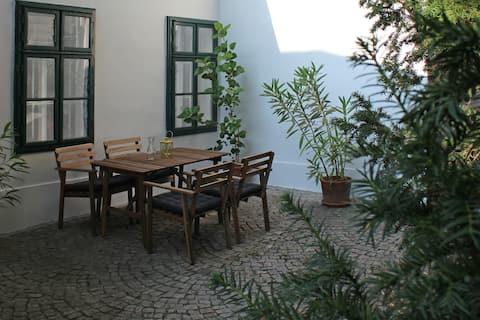 Quiet garden flat in a historic house