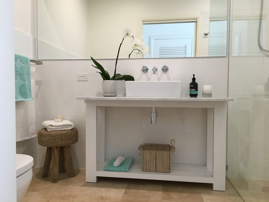 designer marble bathrooms