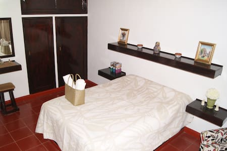 Remodeled Apartment with A/C- Heart of Cancun JOC1 - Cancún - Departamento