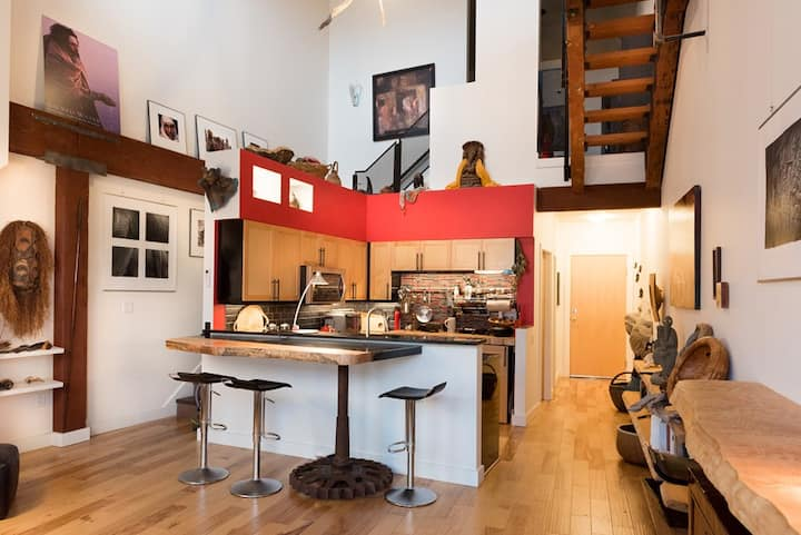 Penthouse Art Loft in Historical OldTown