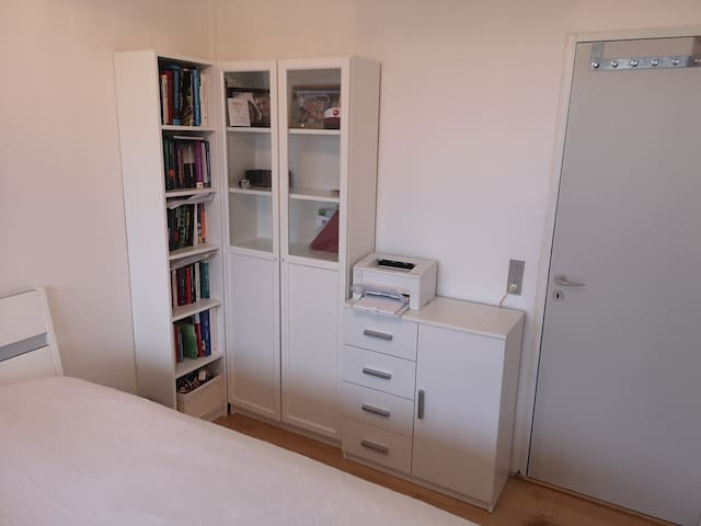 Use closets and printer for free
