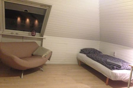 Cosy room with TV, Wifi and you own bathroom - Ikast - Haus