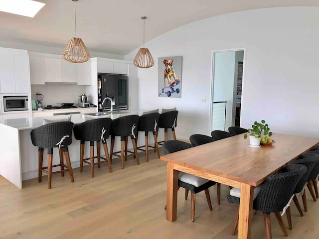 Large Balgowlah Family Home with views of Manly