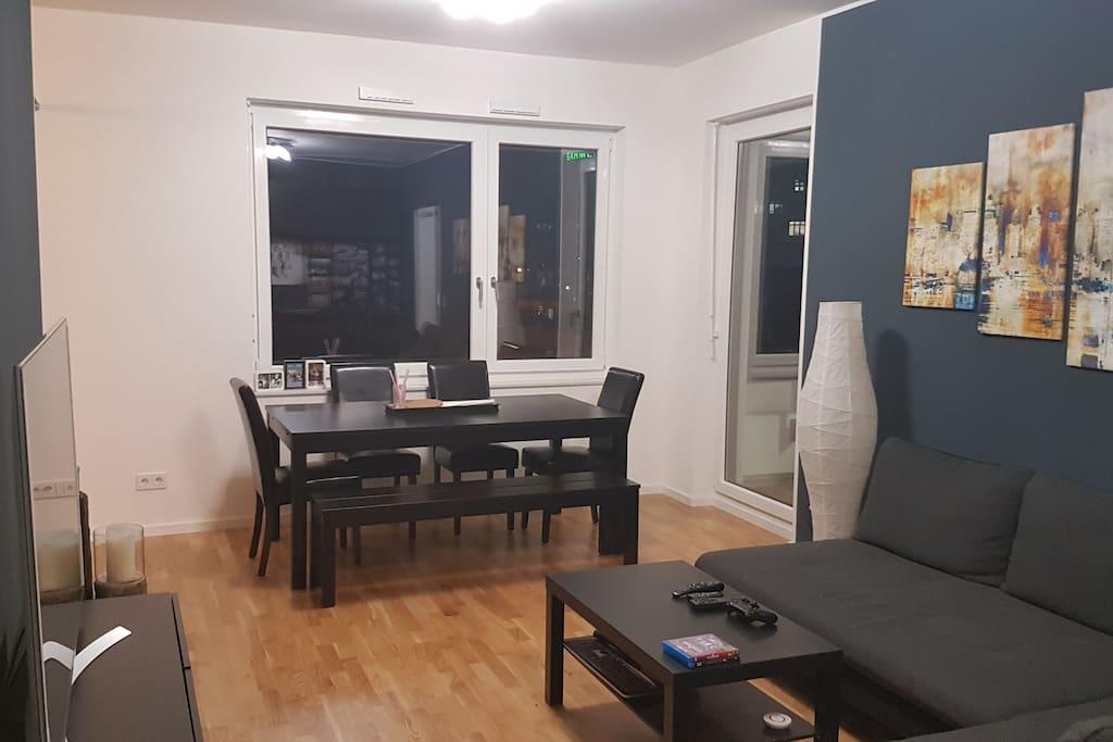Wohnzimmer zur Fensterseite