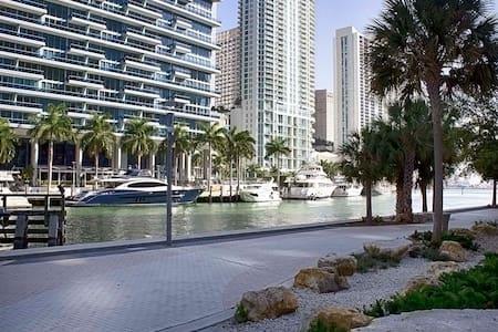 W Miami AMAZING 5-Star Condo 46th floor!  Free SPA - Miami - Lejlighed