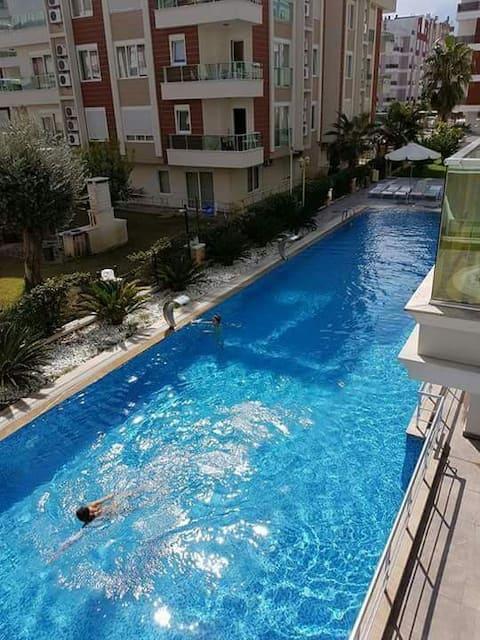 1+1 havuzlu rezidans daire denize 10 dakika yürüme