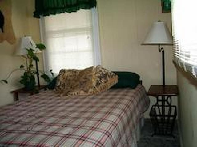 full bed 2nd bedroom