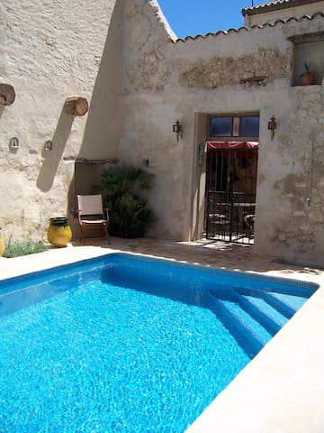 1 private room Maison Pelissier Bed and Breakfast - Cuxac-d'Aude Narbonne - Bed & Breakfast
