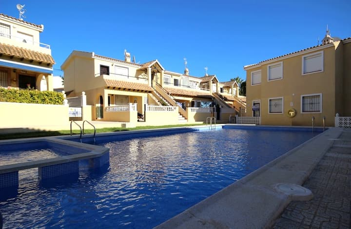 Sunny apartment with pool views Lomas del Golf