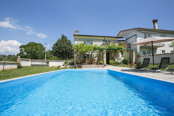 Pet friendly House Maria with pool and garden - Markoci - Maison