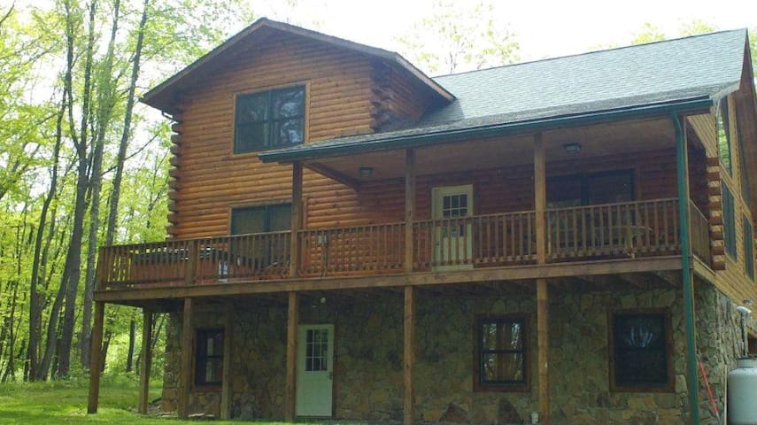 Hideaway Log Cabin @Deep Creek Lake