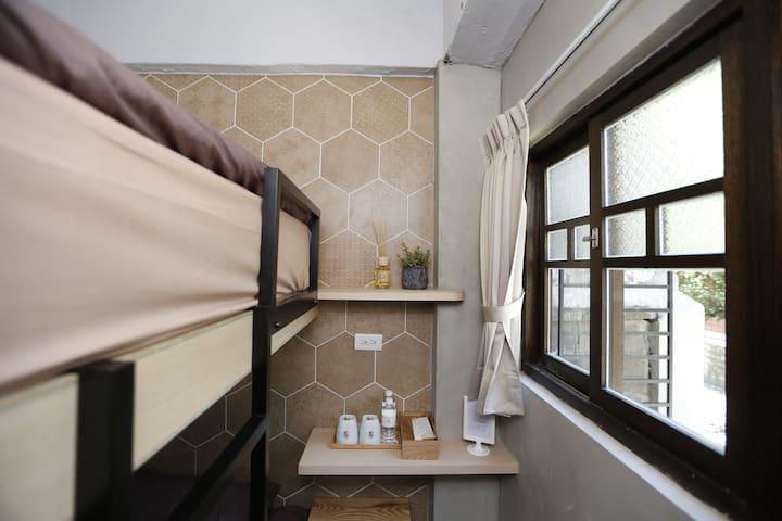 Taipei Dongmen 2 bunk beds---Ke Zuo 101