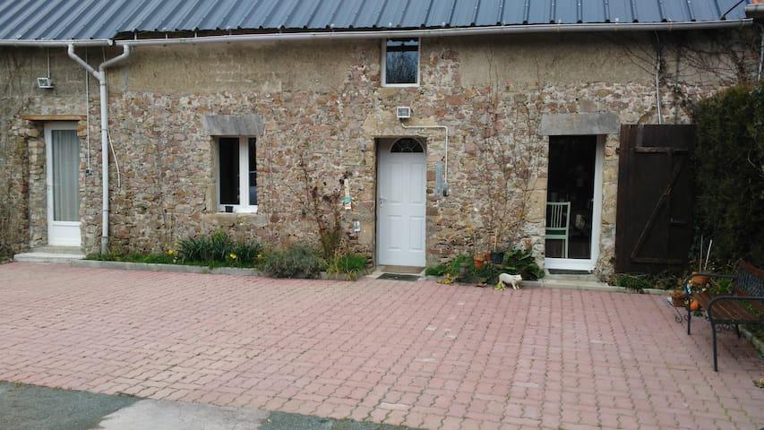 Chambre privée avec salle de bain comme à l' hôtel - Geffosses - ทาวน์เฮาส์