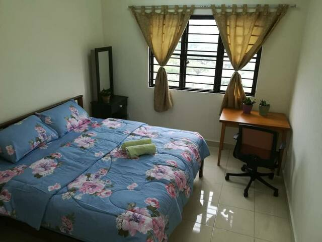 En-Suite Comfy Room(Near 1 Utama MRT)舒适的房间-靠近1U地铁站