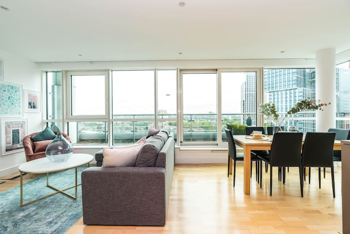 Stylish 2 bed penthouse with stunning views