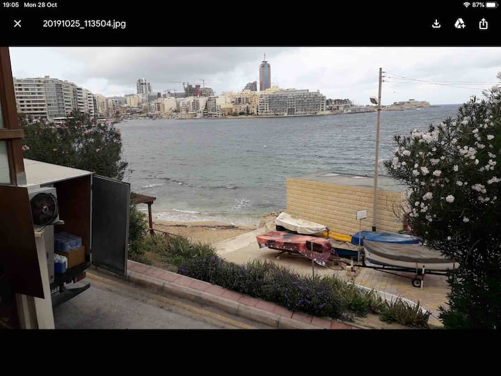SLIEMA STUDIO NEAR SEAFRONT,EXILES AND PLAZAHOTEL