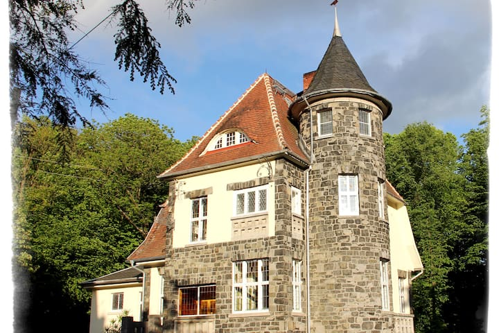 Villa Steinsburg* für Liebhaber der Romantik*