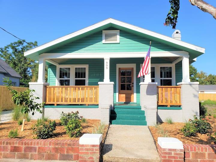 ⭐Beachy Bungalow near Historic Downtown Pensacola