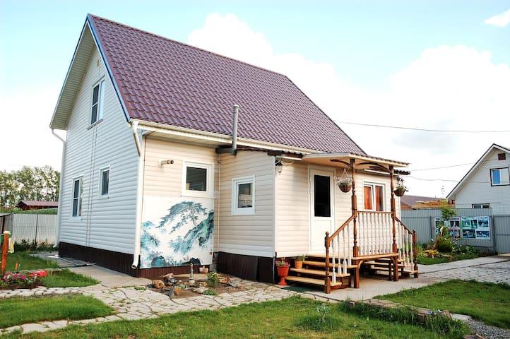 Уютная комната рядом с Барнаулом (с. Солнечное) - Nauchnyy gorodok - House