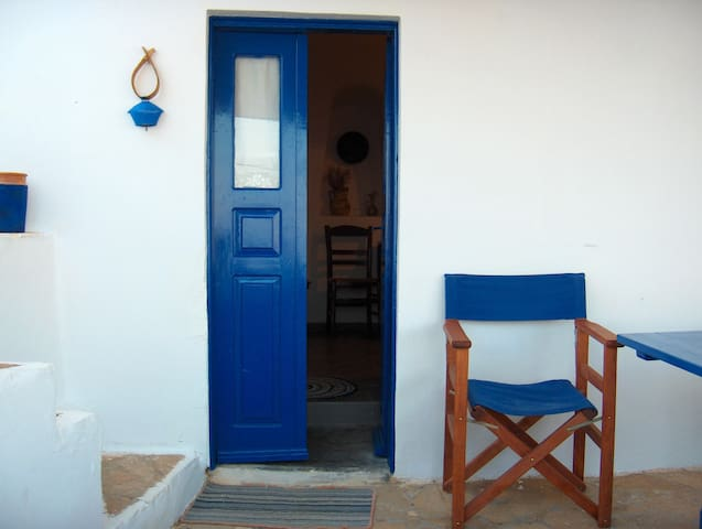 Vera's Cycladic Cave Studio with Sea View