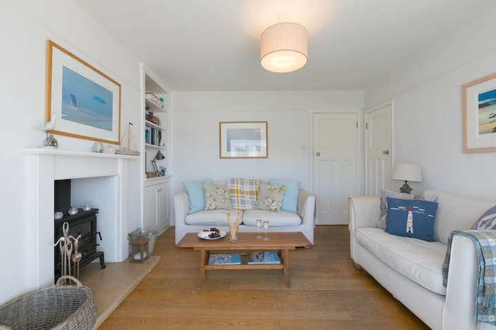 Gwithian's Reach – Sea Views – St Ives Location - Sleeps 6 – On-Site Parking for Two Cars