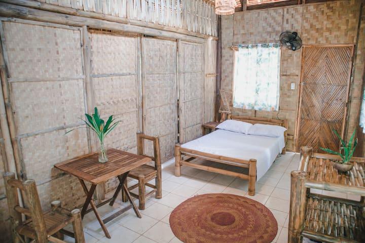 Alpas Bamboo Beachfront Double Room - Manuel House