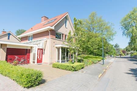 Vrijstaande villa aan stadspark - Hoorn