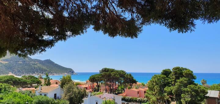Casa panoramica con giardino a 200MT dal mare