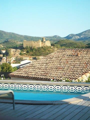Between land and sea, villa in the Cathar area