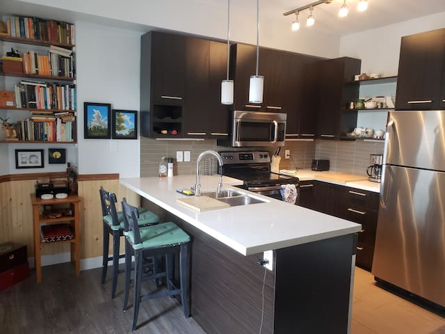 2 bed & 2bath condo off Whyte Ave - indoor parking