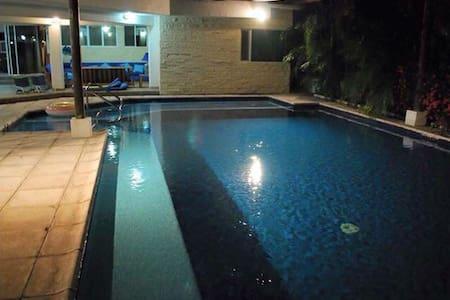 Preciosa y grande casa de descanso - Guatemala